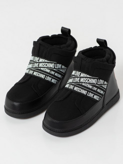Boots Love Moschino